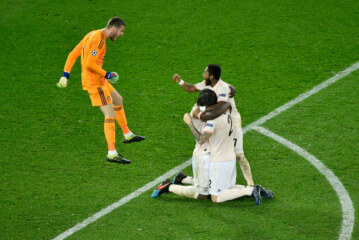 A Late Call, a Late Goal, and United Eliminates P.S.G. From the Champions League
