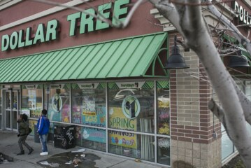 Dollar Tree to close up to 390 Family Dollar stores this year