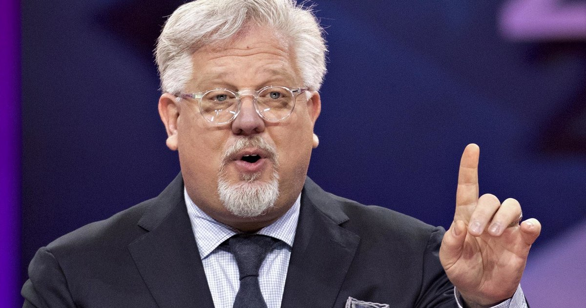 Glenn Beck Suggests Donald Trump Is 1 Of The Last Male Role Models And It Doesn't Go Well